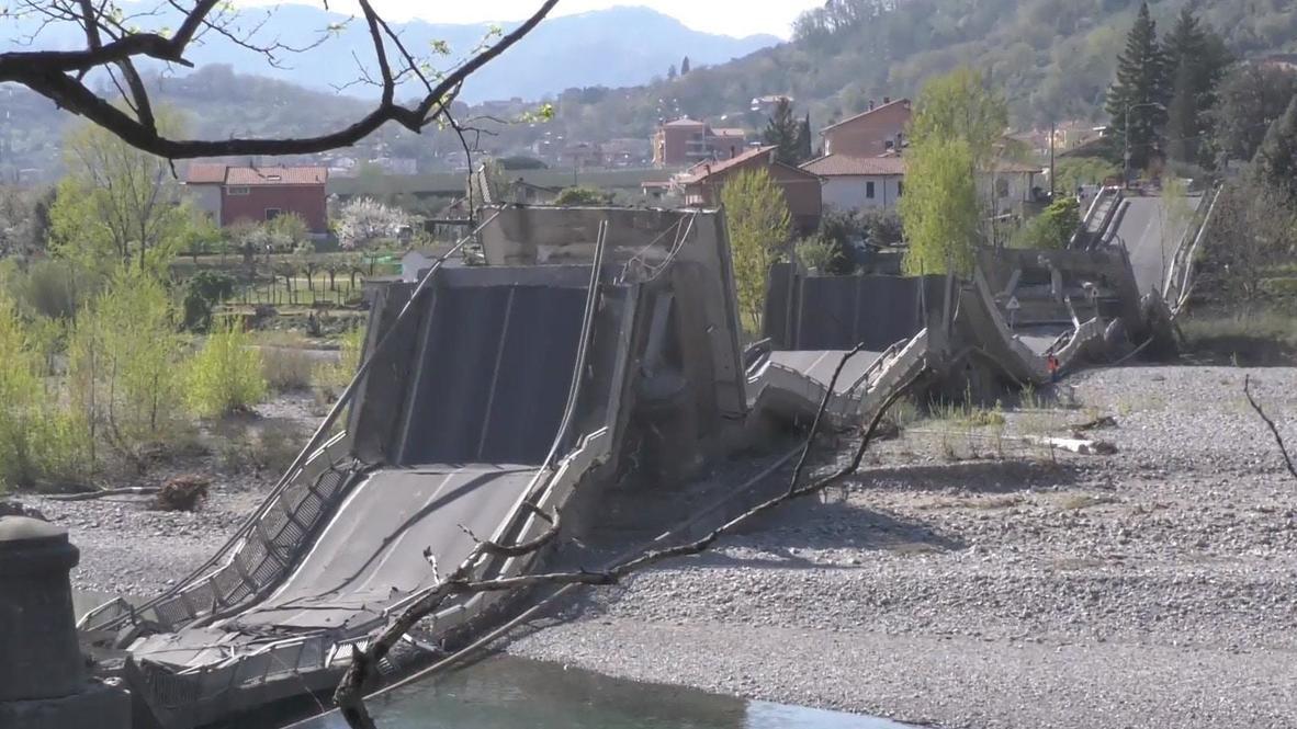 Italia: Personal de emergencia trabaja en sitio del colapso de un puente en Toscana