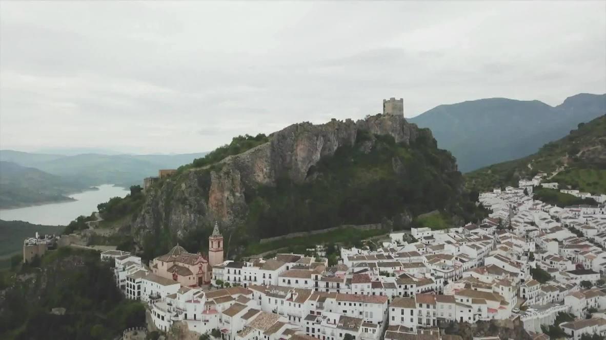 إسبانيا: بلدة إسبانية تنجح في منع وانتشار كورونا من خلال تعقيم السيارات وتشديد إجراءات الإغلاق