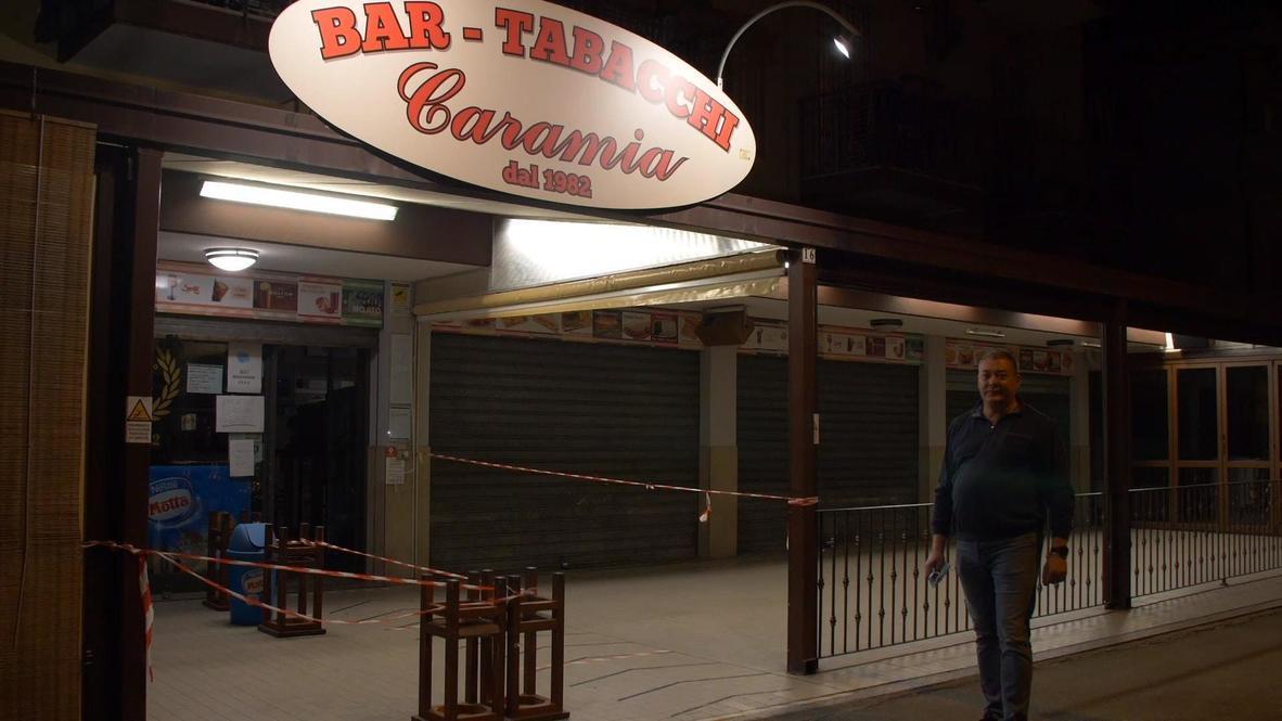 """إيطاليا: """"بصيص أمل"""".. المحال التجارية في ريميني تنير أضواءها للمرة الأولى منذ الإغلاق المفروض عليها"""