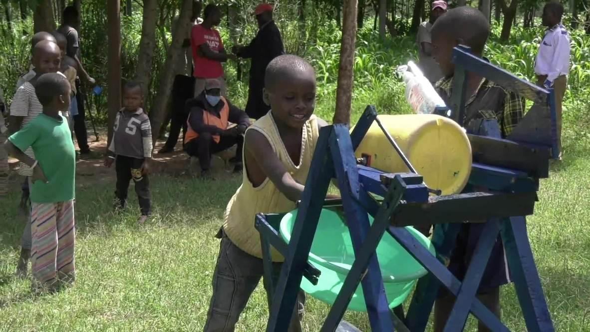كينيا: طفل في التاسعة يصمم آلة لغسل اليدين تعمل بالقدم وسط تفشي فيروس كورونا