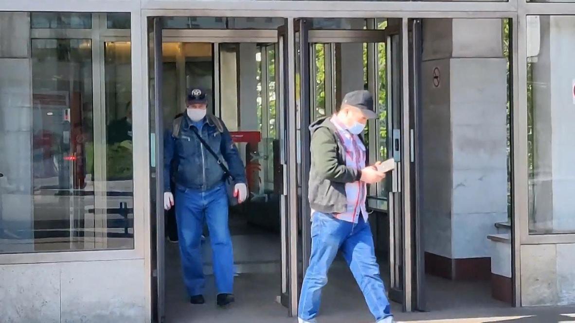 روسيا: موسكو تفرض ارتداء الكمامات والقفازات في الأماكن العامة مع انتهاء فترة العطلة المدفوعة