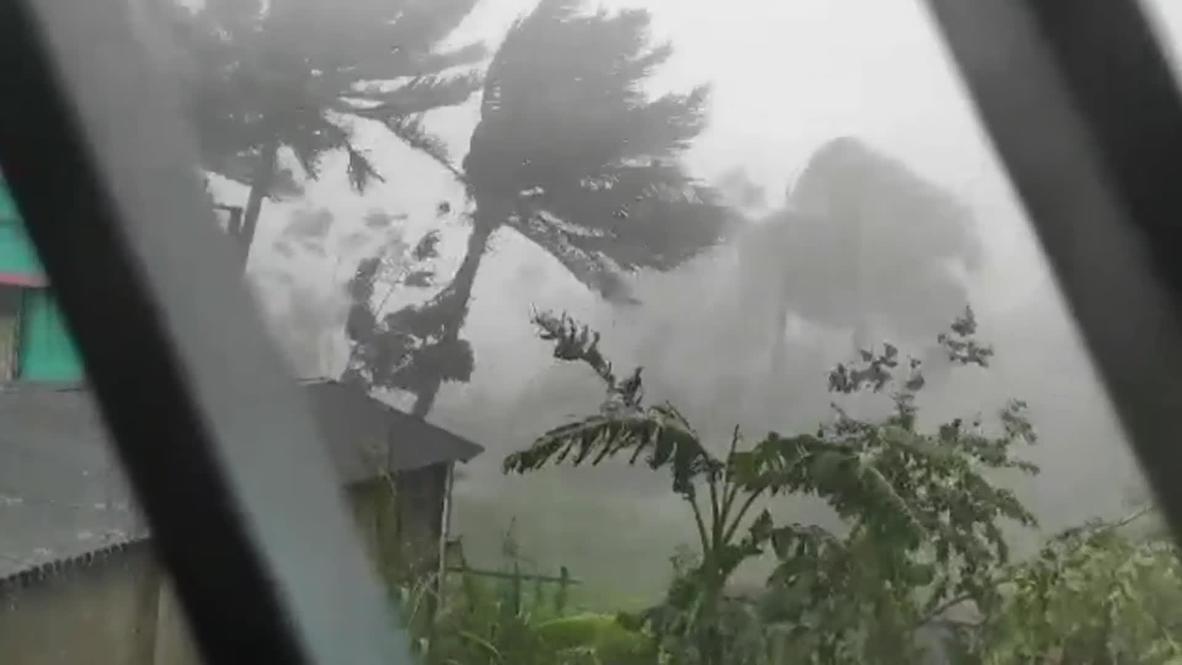 India: Cyclone Amphan barrels through West Bengal