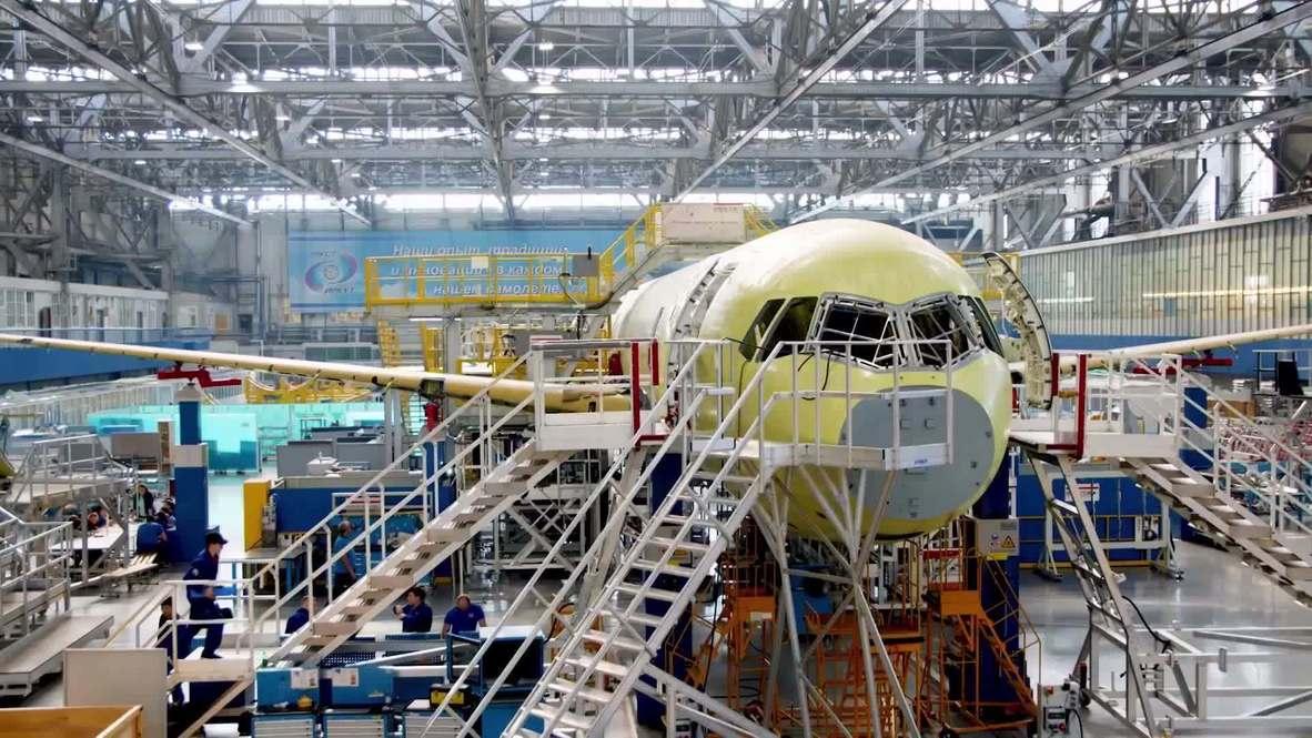 Россия: В Иркутске показали модифицированную модель самолета МС-21 с двигателем ПД -14