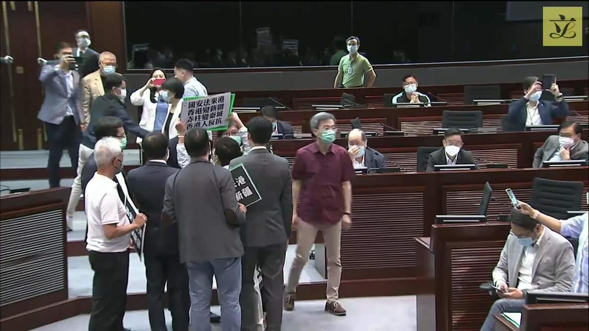 هونغ كونغ: اضطراب في المجلس التشريعي بسبب انتقاد مشرعين معارضين لقانون الأمن القومي الصيني