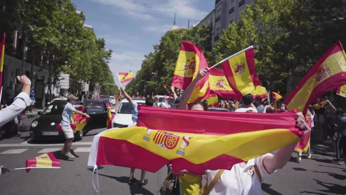 """إسبانيا: متظاهرون يلبون دعوة حزب """"فوكس"""" اليميني للتظاهر في مدريد ضد تعامل الحكومة مع أزمة فيروس كورونا"""