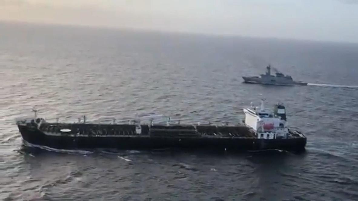 المياه الدولية: ناقلة النفط الإيرانية الأولى تلتقي سفينة المرافقة البحرية الفنزويلية