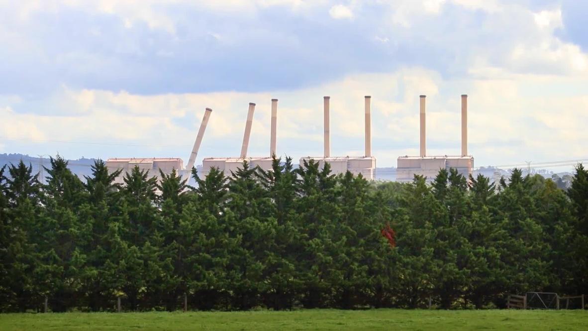 Australia: Ocho chimeneas de una central eléctrica en Hazelwood son demolidas