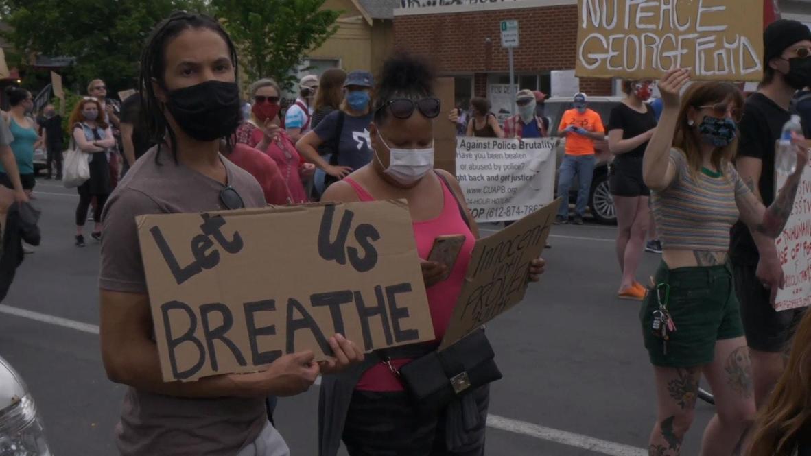 الولايات المتحدة الأمريكية: المئات يتظاهرون في مينيابوليس بعد مقتل رجل أسود في مشاجرة مع الشرطة