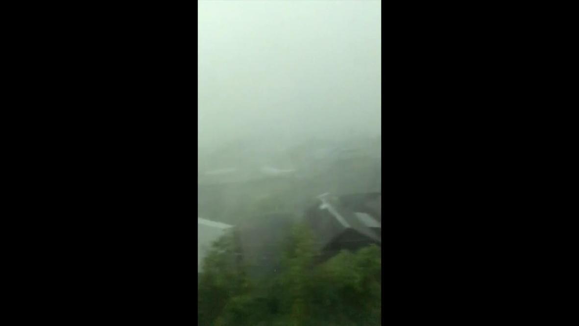 """Россия: """"Мама, крыша улетела!"""" - на Кемеровскую область обрушился ураган"""