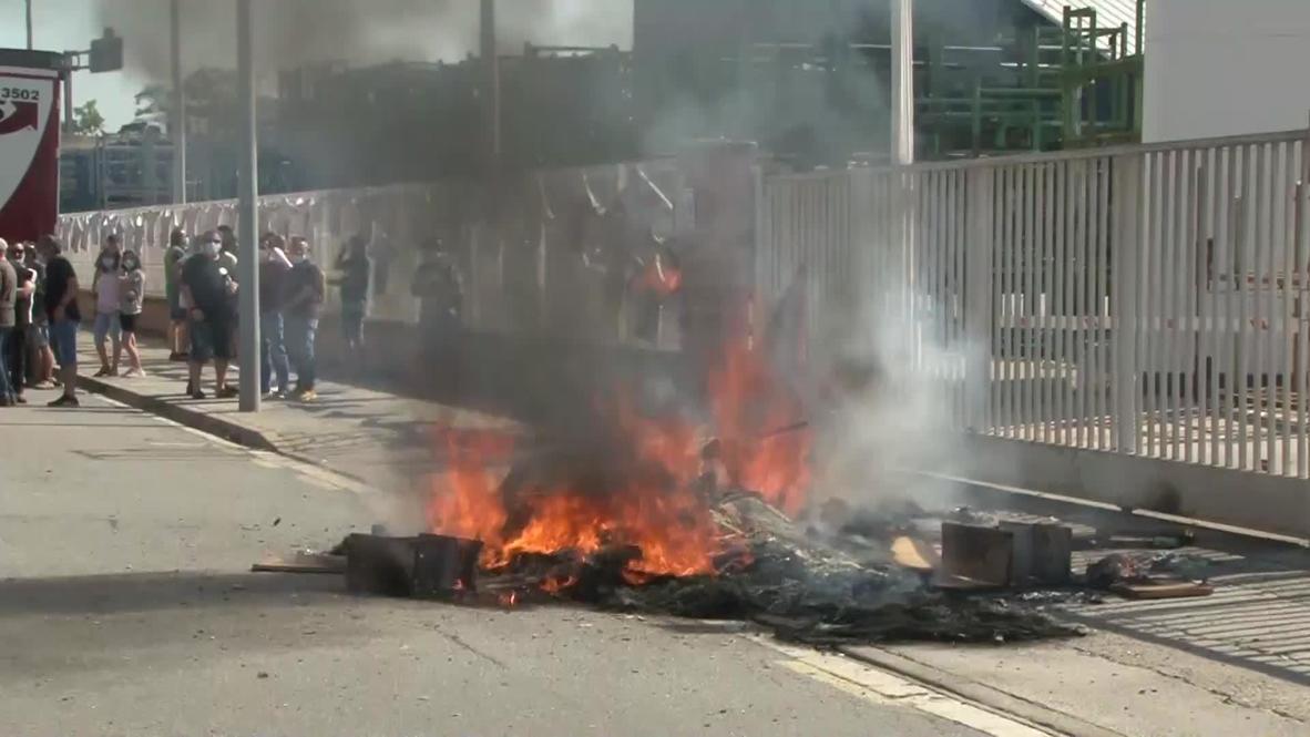 إسبانيا: عمال شركة نيسان للسيارات يحرقون الإطارات احتجاجًا على إغلاق مصانع في كاتالونيا