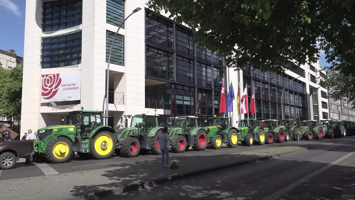 ألمانيا: احتجاجات بالجرارات الزراعية وسط برلين رفضا لتقرير وزارة البيئة