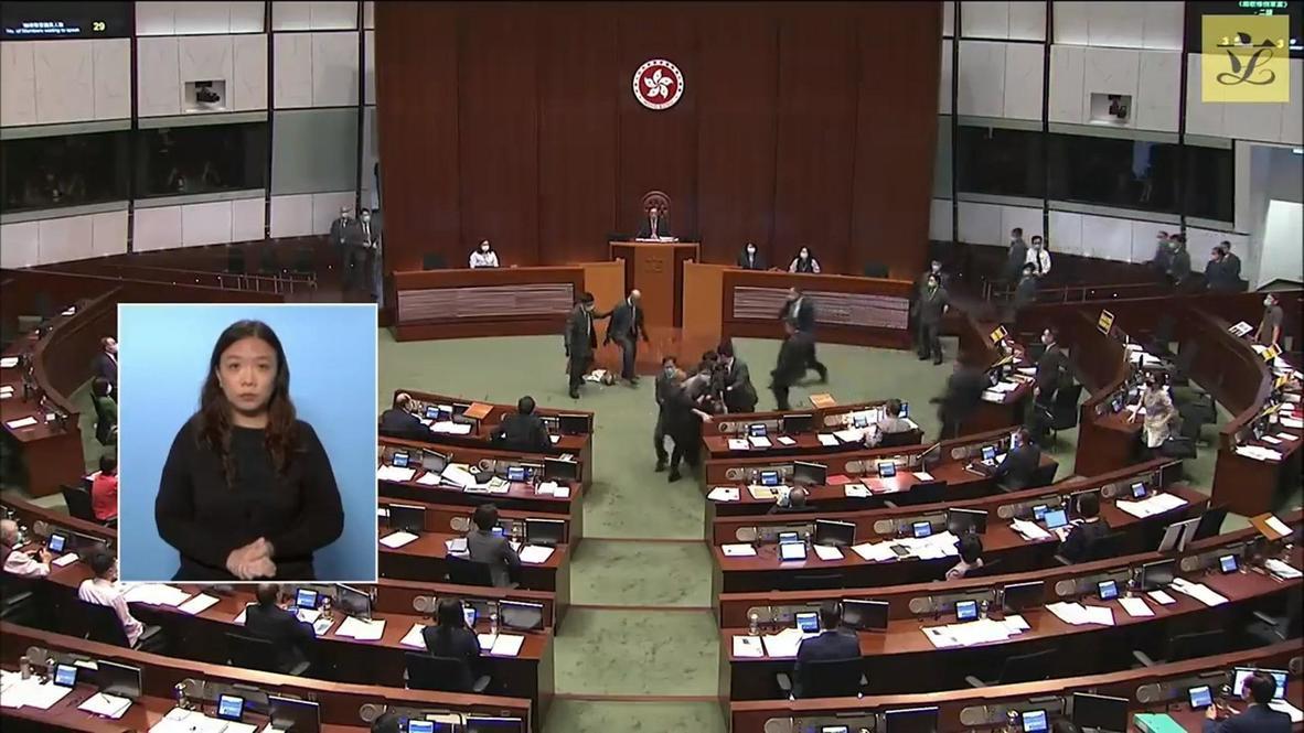 هونغ كونغ: مشاجرة بين المشرعين في برلمان هونغ كونغ بشأن قانون يحظر الإساءة للنشيد الوطني الصيني