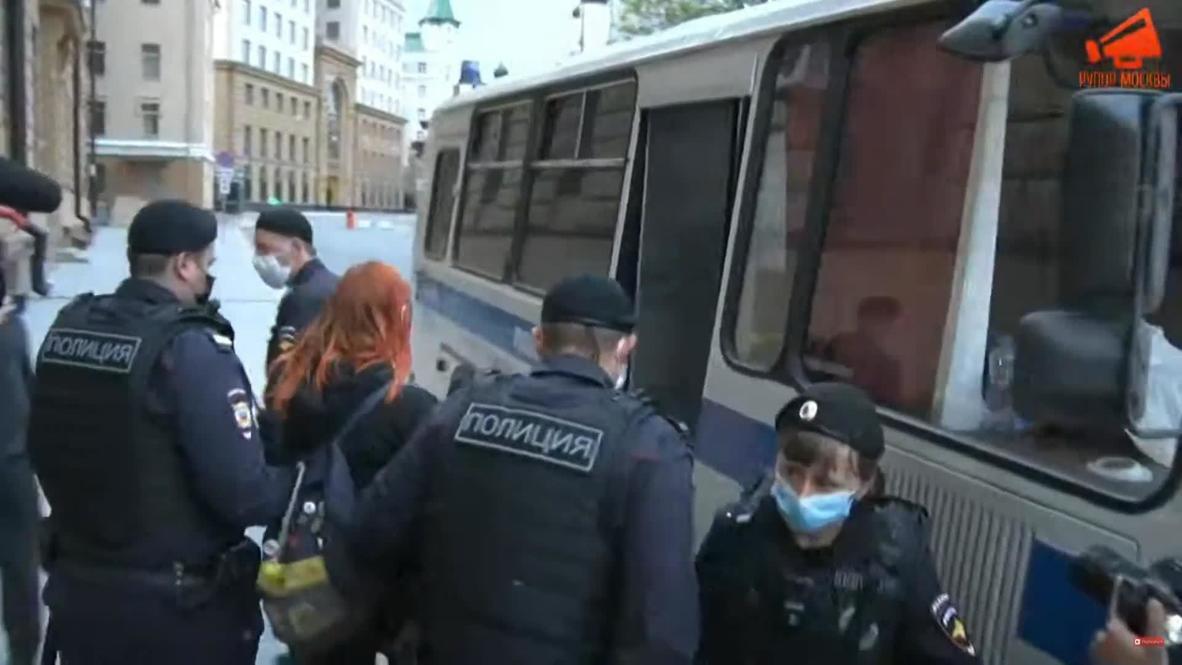 Россия: Несколько человек задержаны у здания МВД в Москве на серии пикетов