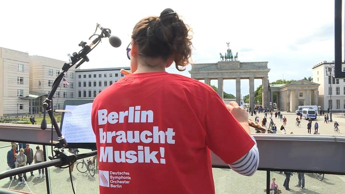 ألمانيا: برلين تستمتع بألحان الموسيقى الكلاسيكية من حافلة مكشوفة ذات طابقين