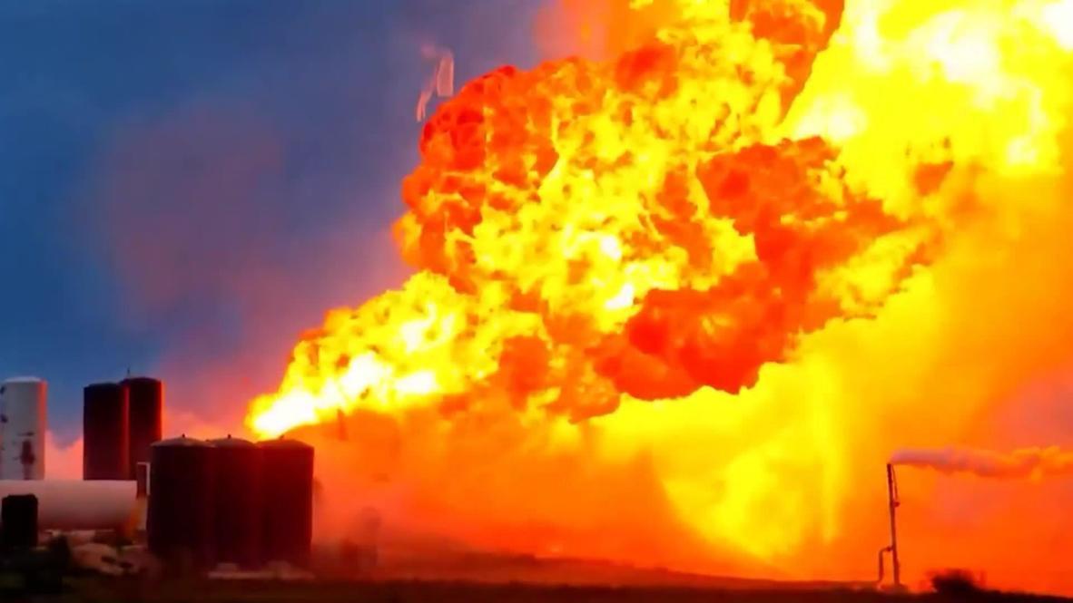 """الولايات المتحدة الأمريكية: انفجار النموذج التجريبي لصاروخ """"ستارشيب"""" أثناء اختباره في بوكا تشيكا"""