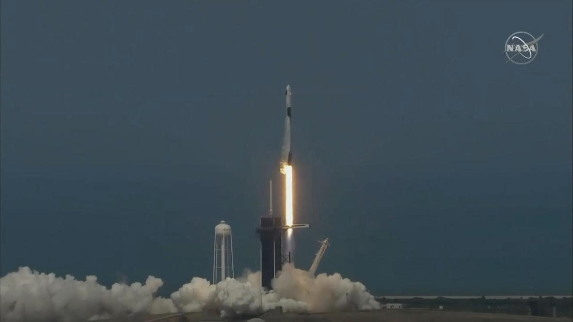 США: SpaceX впервые запустила ракету с астронавтами к МКС