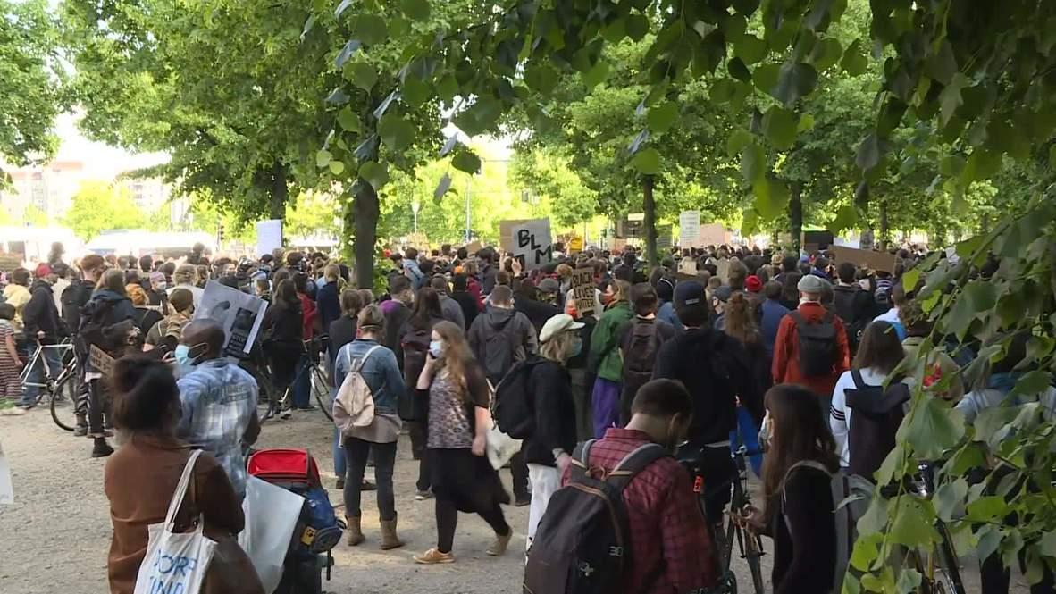 ألمانيا: تظاهر الآلاف أمام السفارة الأمريكية في برلين احتجاجا على مقتل جورج فلويد