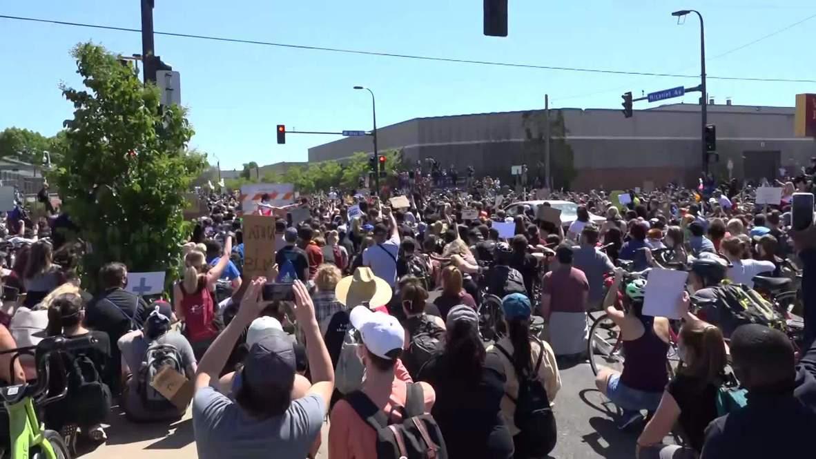 EE.UU: Manifestantes comparten sus opiniones mientras regresan a las calles de Mineápolis