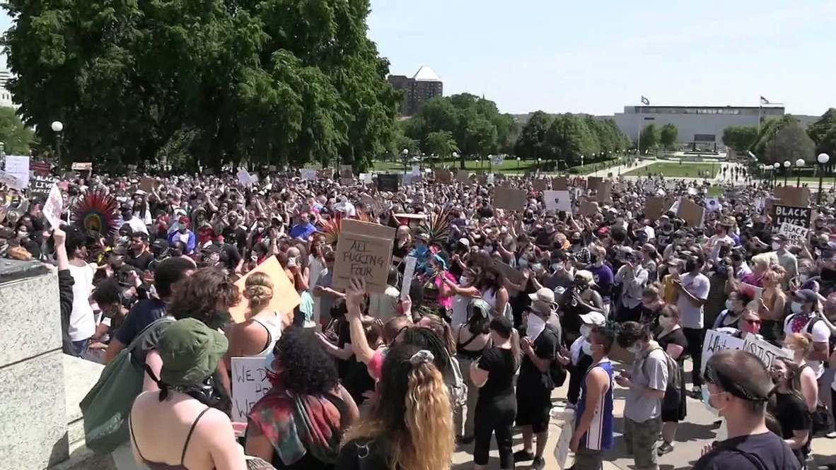 الولايات المتحدة الأمريكية: المئات ينضمون إلى احتجاج فلويد أمام مبنى كابيتول ولاية مينيسوتا في سانت بول