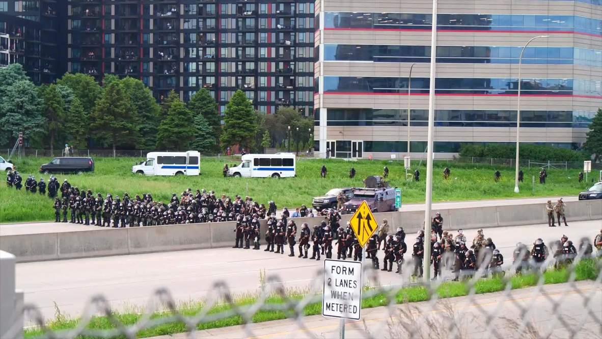 الولايات المتحدة الأمريكية: اعتقال عدد من الاشخاص وإطلاق الرصاص المطاطي لتفريق احتجاج على الطريق السريع I-35W في مينيابوليس