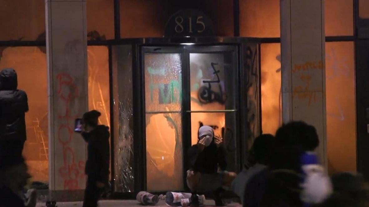"""США: """"Нас научили насилию"""" – в Вашингтоне прошли протесты из-за смерти Джорджа Флойда"""