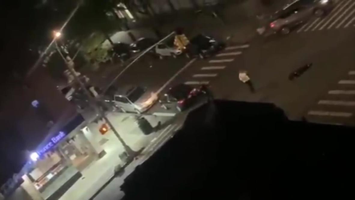 EE.UU: Agente de policía de Nueva York vuela por los aires en posible ataque de atropello y fuga