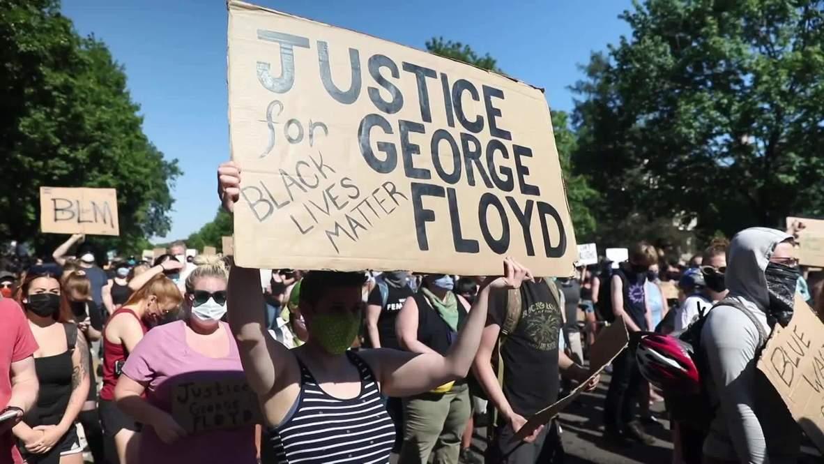 США: Возле резиденции губернатора Миннесоты протестующие требуют ареста полицейских, причастных к смерти Флойда