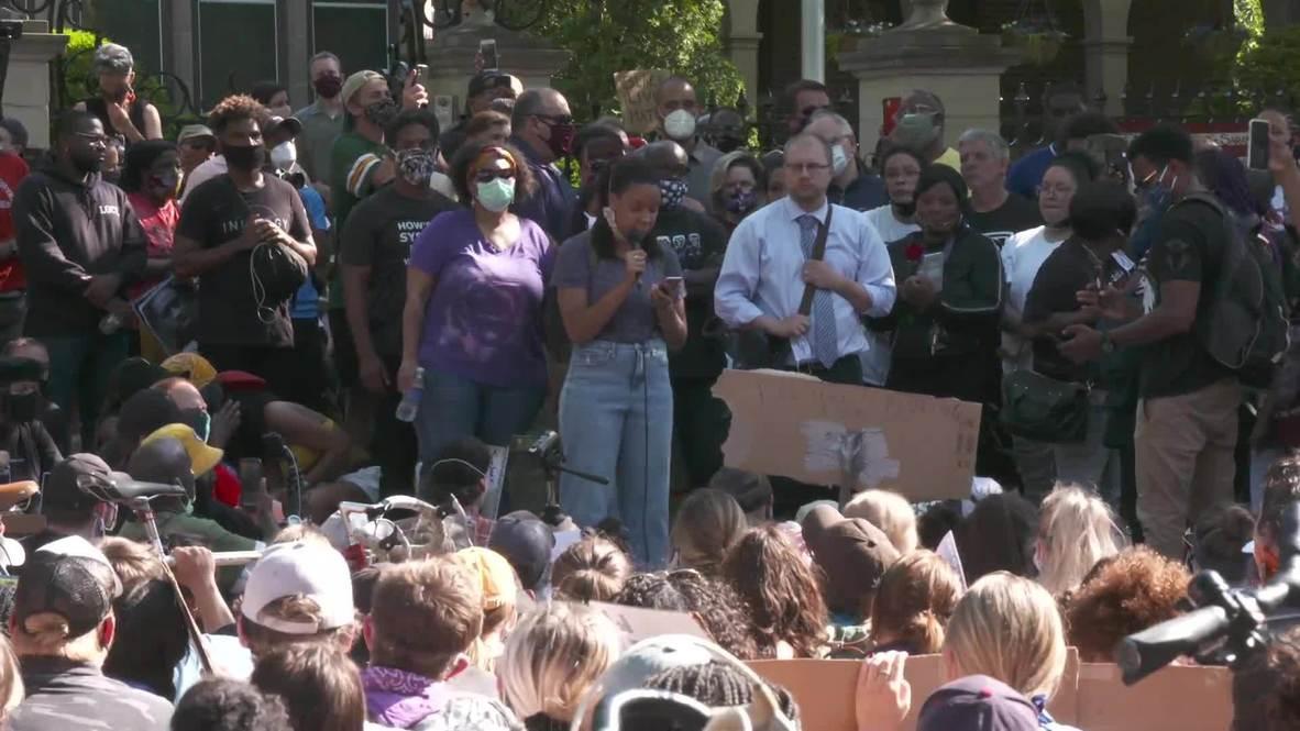 USA: George Floyd protesters rally outside Minnesota governor's residence