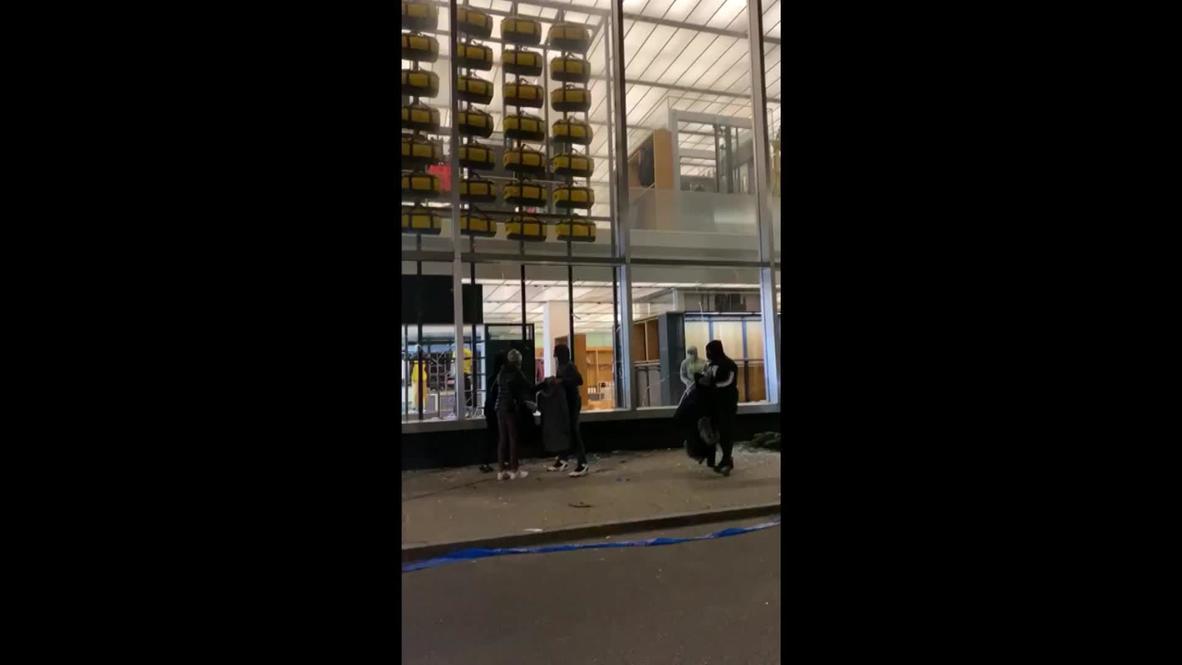 """الولايات المتحدة الأمريكية: لصوص يهاجمون متجر """"نورث فيس"""" الرئيسي في شارع مانهاتن الخامس"""