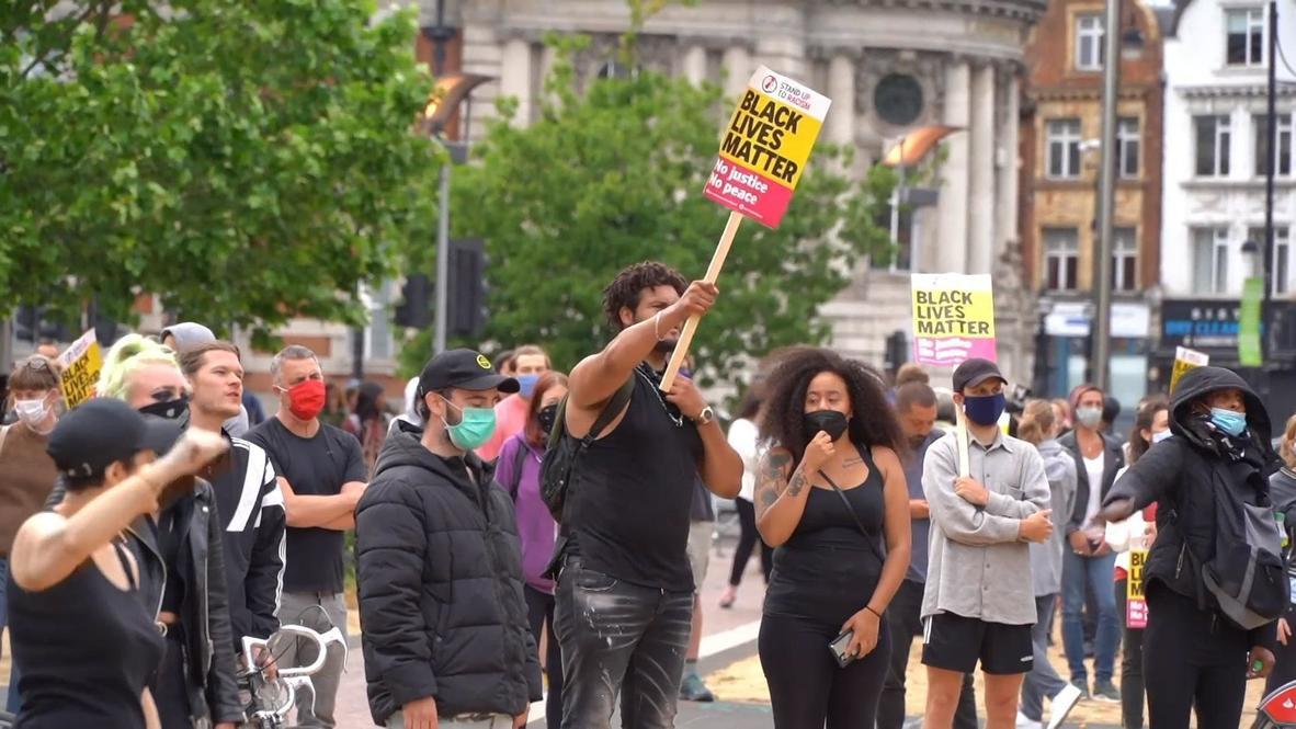 Reino Unido: Londinenses se ponen de rodillas en homenaje a George Floyd