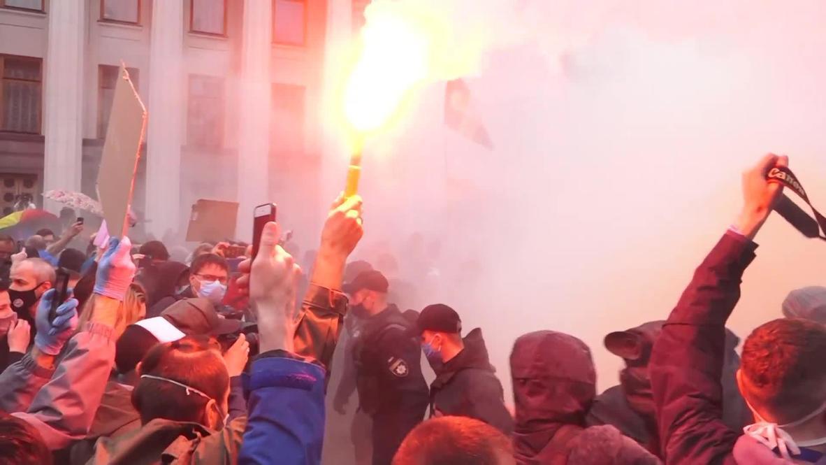 Украина: Протестующие в Киеве требуют отставки главы МВД