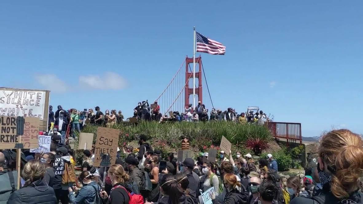 الولايات المتحدة الأمريكية: الآلاف يسيرون على جسر البوابة الذهبية في مسيرة ضد العنصرية