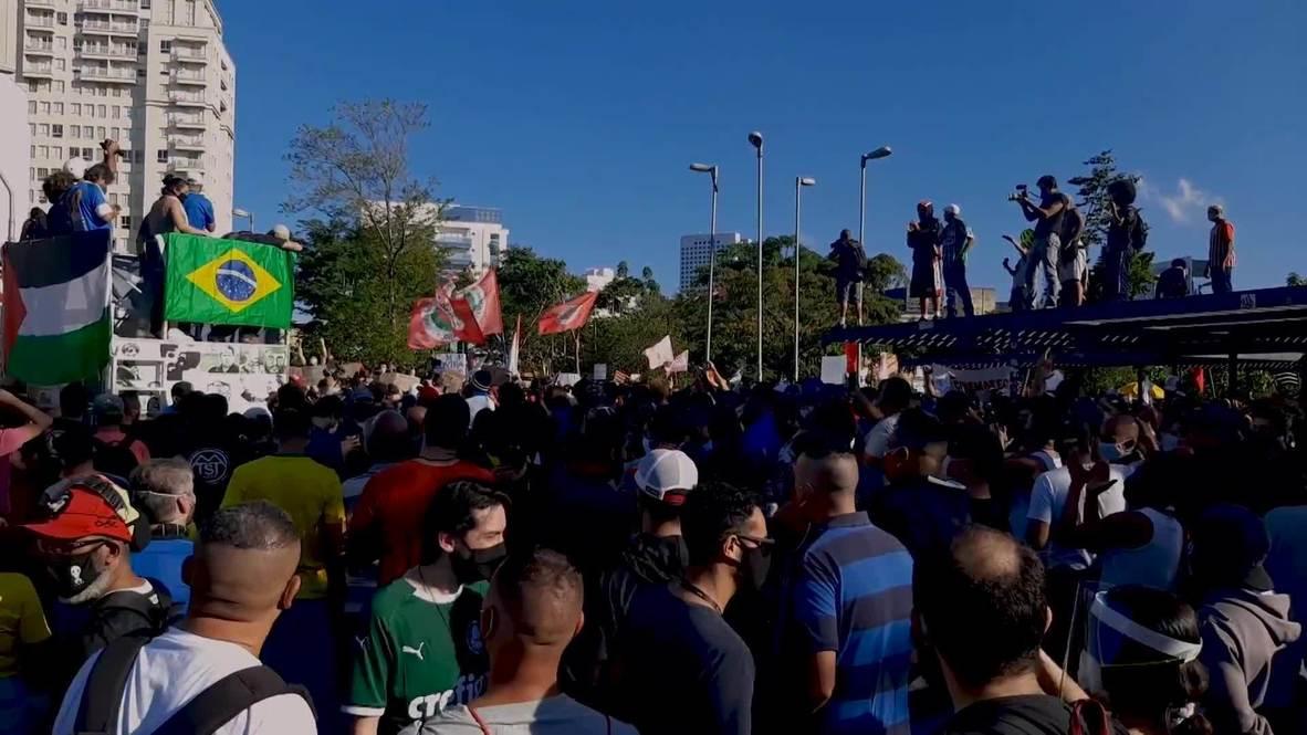 البرازيل: مشجعو كرة القدم ينضمون إلى مسيرة في ساو باولو ضد العنصرية ورئيس البلاد