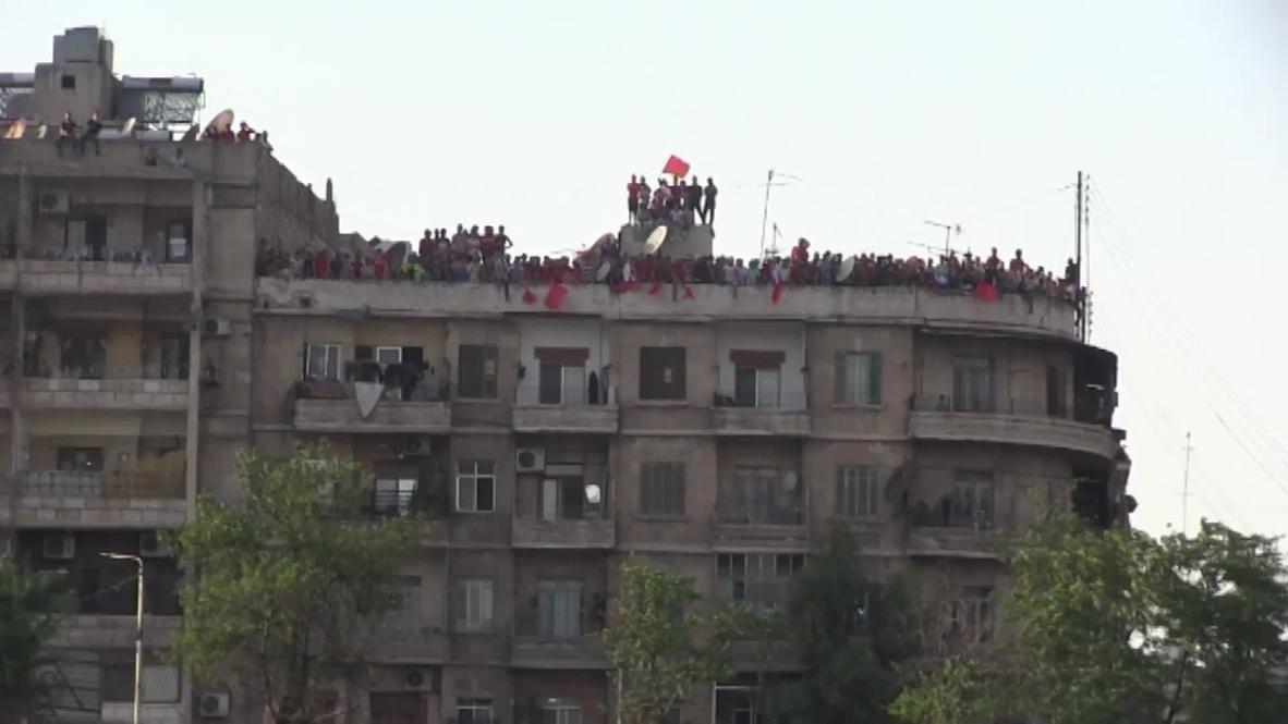 سوريا: محبو كرة القدم يشجعون فرقهم من أسطح المنازل فيما يستمر الدوري السوري خلف أبواب مغلقة
