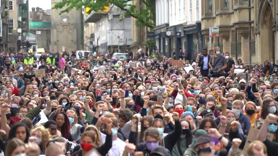 Reino Unido: Cientos de personas piden que se retire la estatua de Cecil Rhodes durante manifestación en Oxford