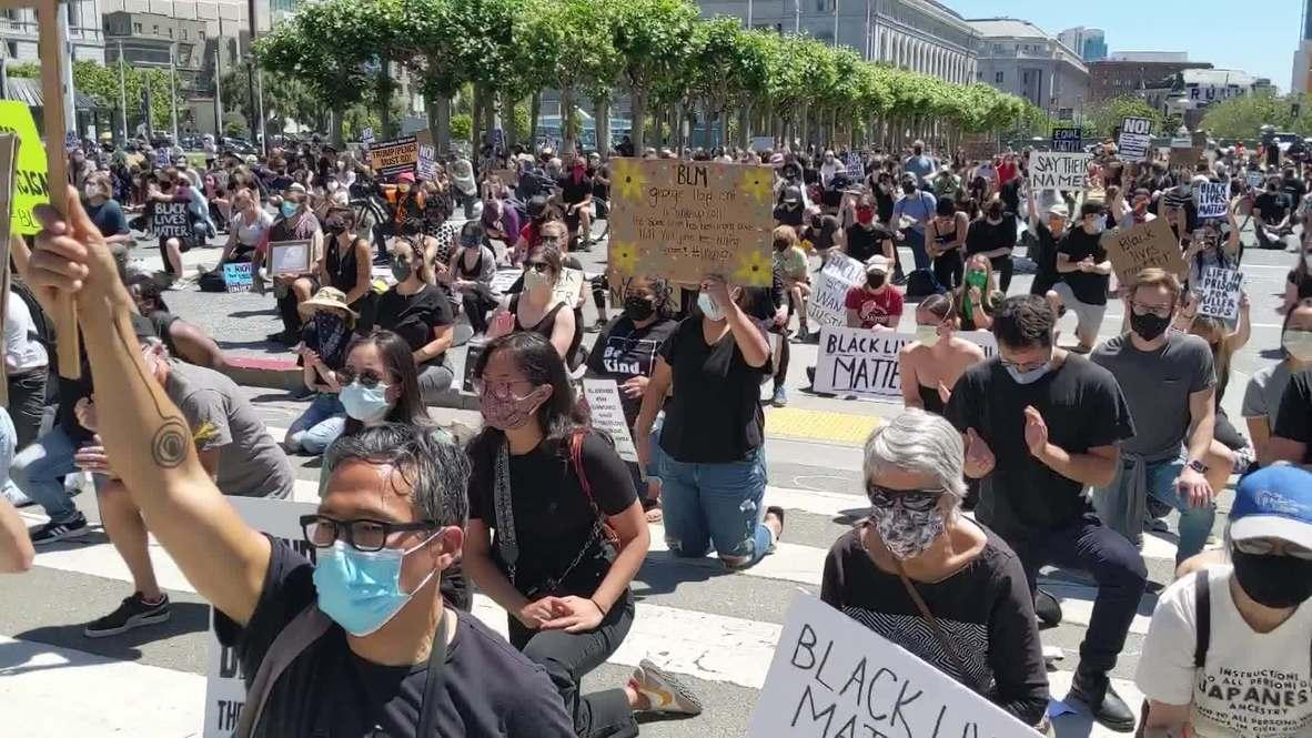 EE.UU.: Manifestantes se arrodillan frente al ayuntamiento de San Francisco en homenaje a George Floyd
