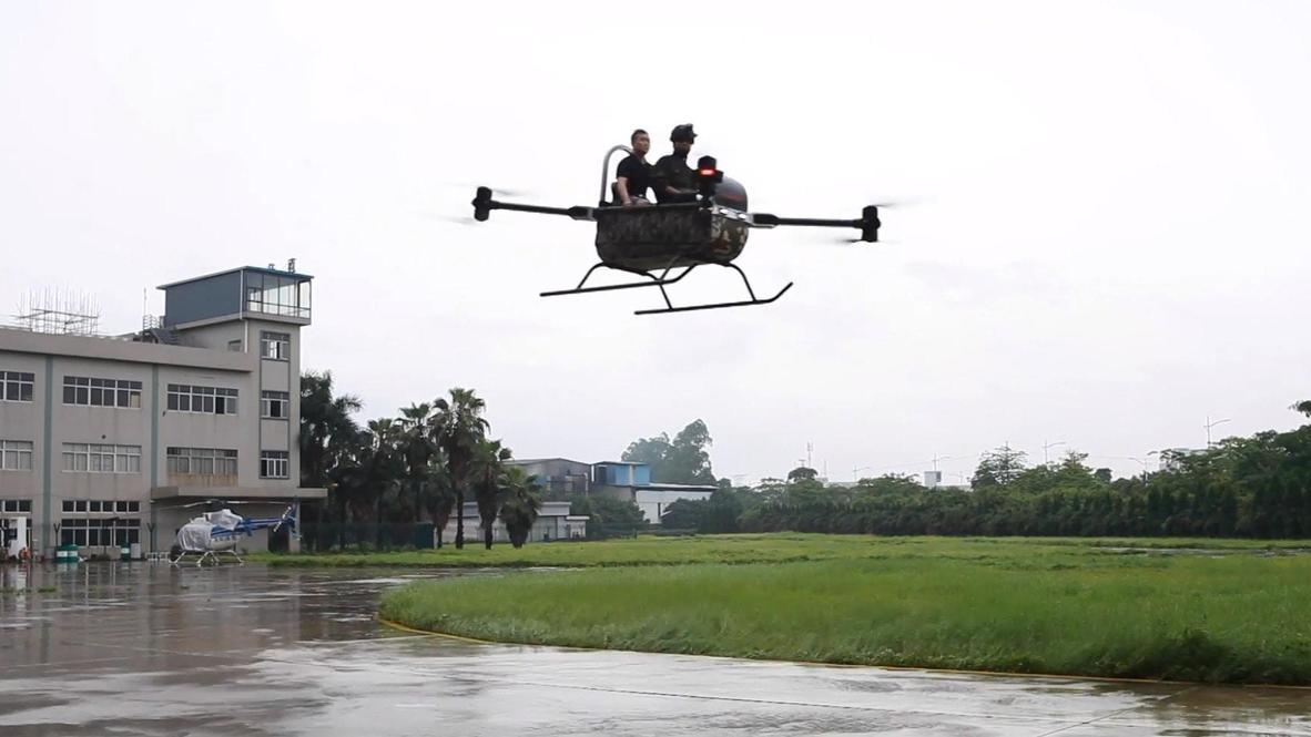 С ветерком. Китайский предприниматель изобрел двухместный октокоптер, чтобы совершить переворот в полицейской авиации