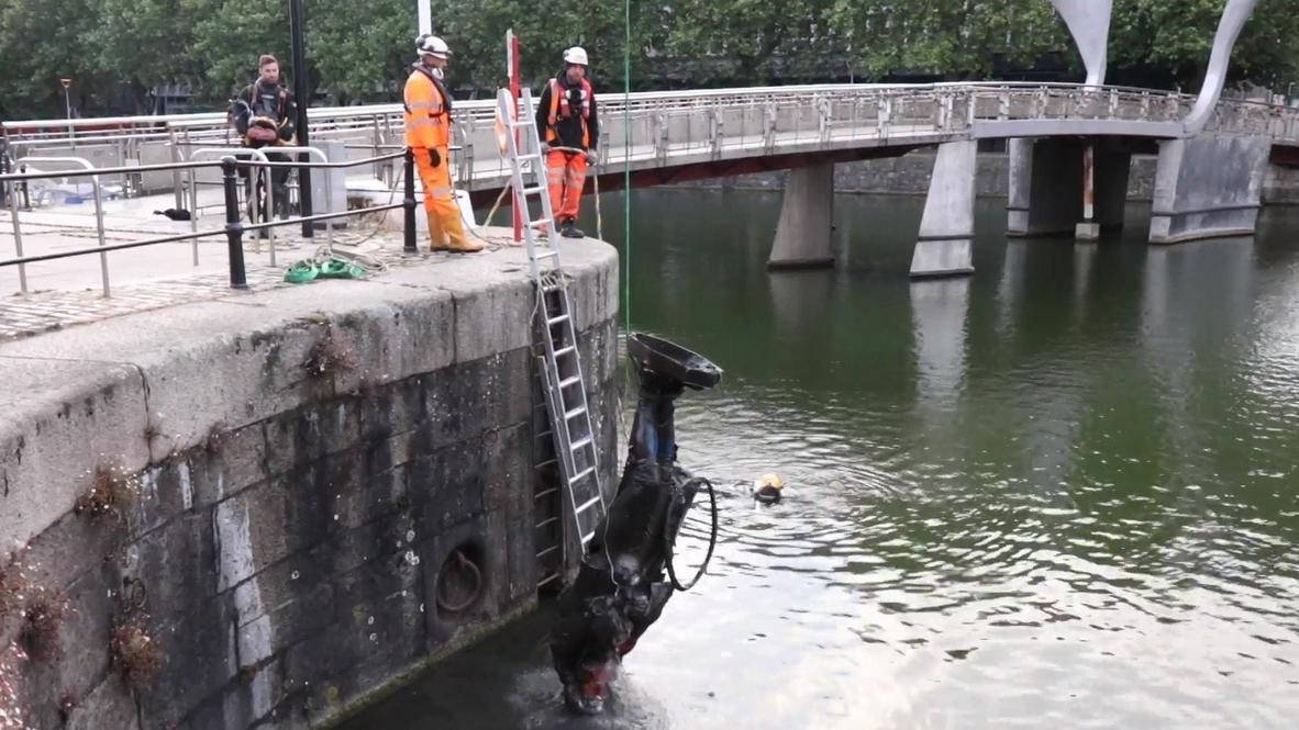 Reino Unido: Recuperan la estatua derribada de Edward Colston en el puerto de Bristol