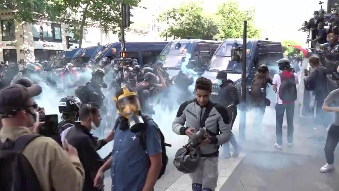 Франция: Полиция применила слезоточивый газ на несогласованном протесте в Париже