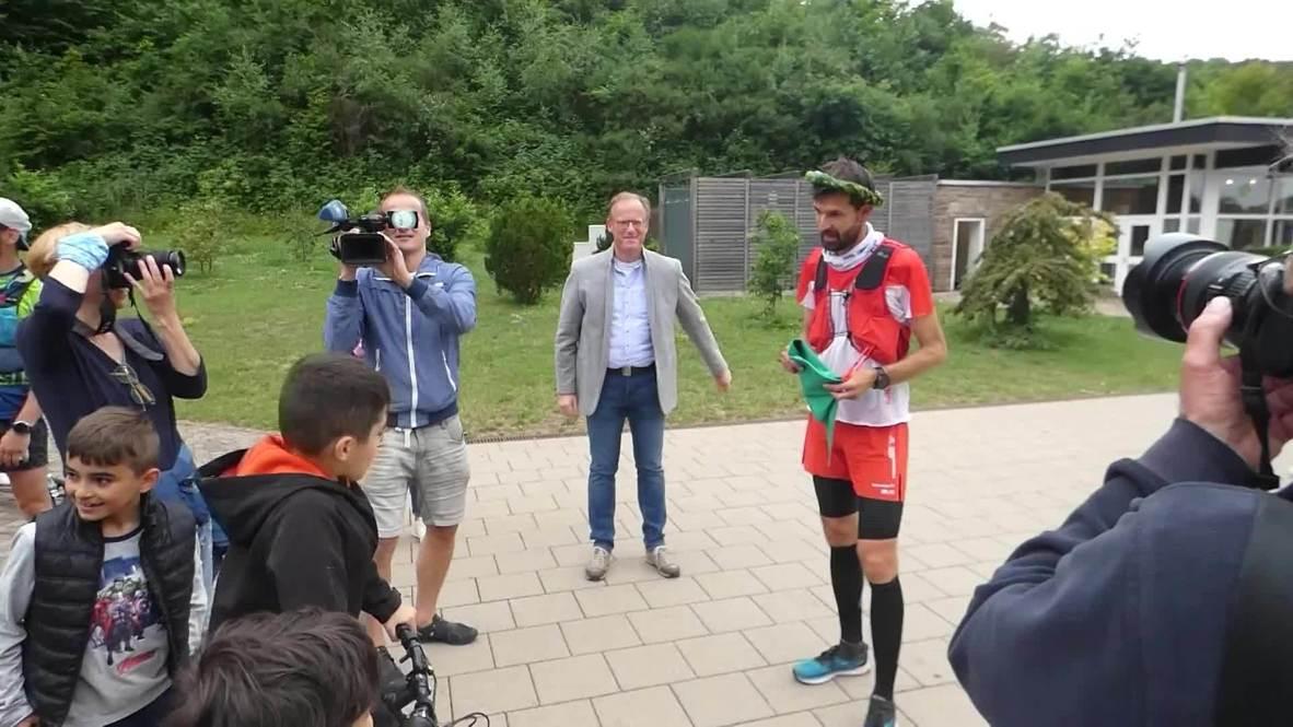 ألمانيا: العداء الخارق مارتن شيدلر يركض مسافة 296 كم حول سارلاند في 4 أيام