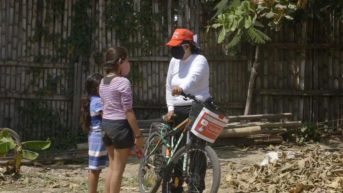 Ecuador: Profesora viaja en bicicleta para enseñar a alumnos sin Internet durante la pandemia de covid-19