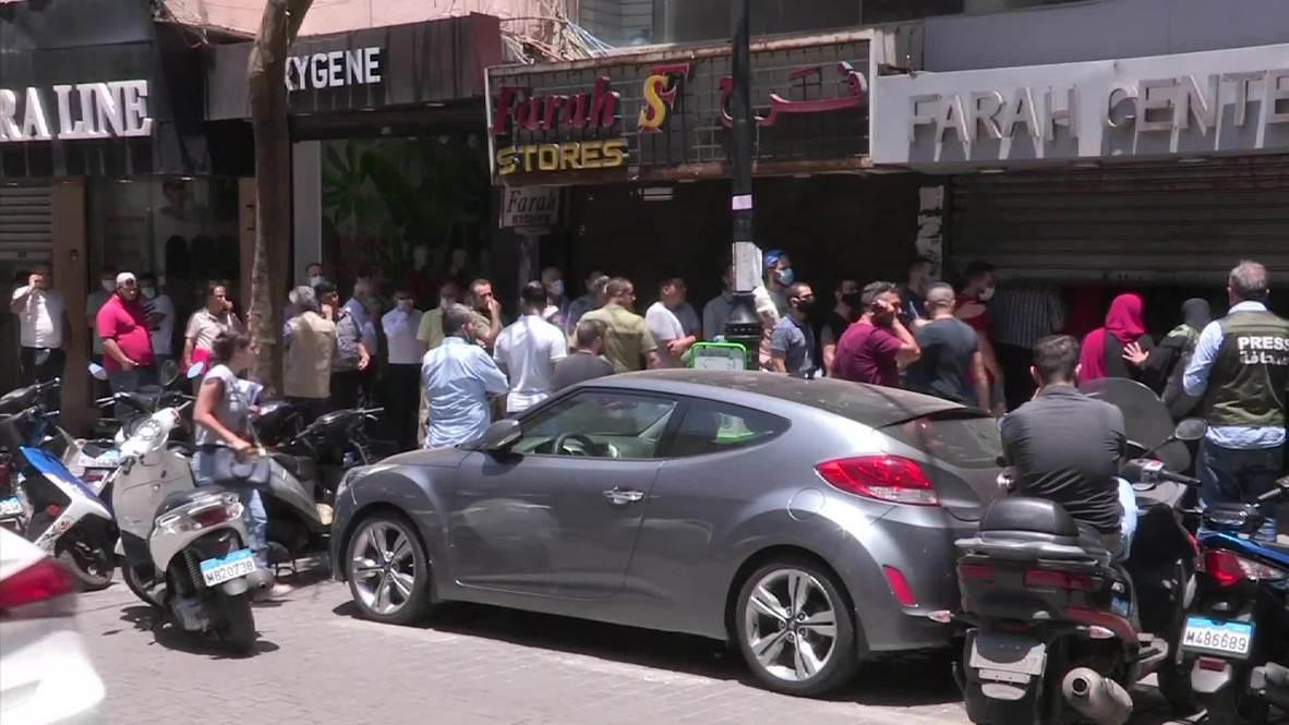 لبنان: طابور لشراء الدولار وسط بيروت مع محاولة البنك المركزي دعم الليرة