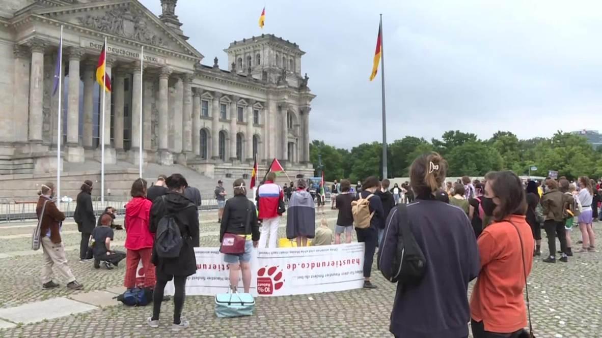 Alemania: Manifestantes de 'Black Lives Matter' se reúnen en Berlin a pesar de la lluvia