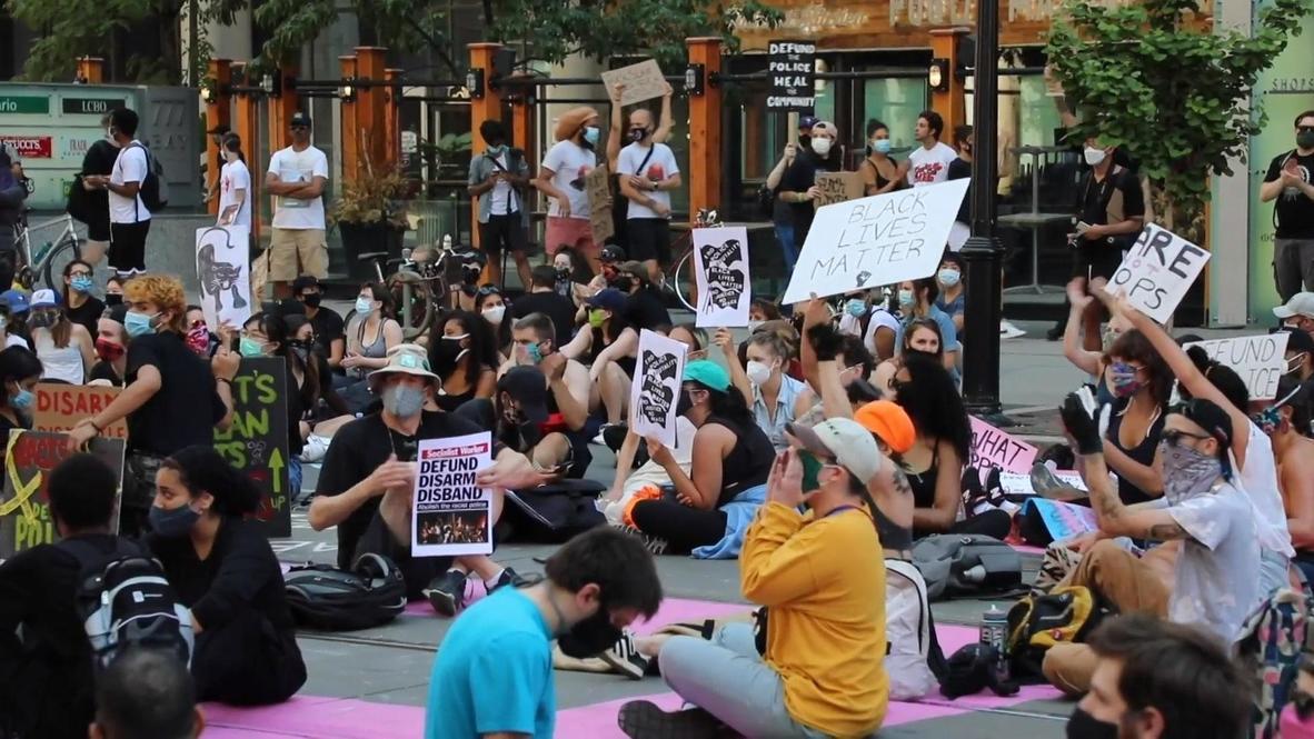 """كندا: اعتصام أمام مقر شرطة تورونتو وهتافات """"لا عدالة، لا سلام"""""""