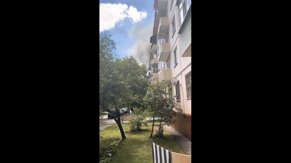 Россия: Очевидцы засняли момент пожара в жилом доме на северо-востоке Москвы