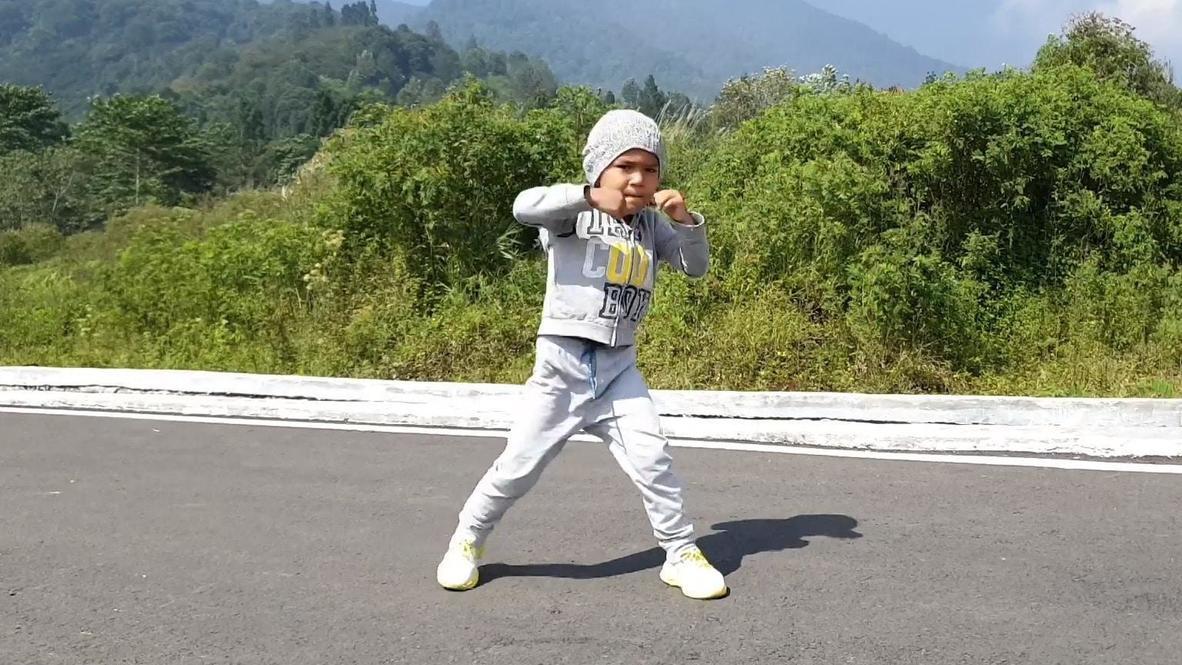 Индонезия: Пятилетний Навид Юсуфи покоряет интернет своими навыками в кикбоксинге