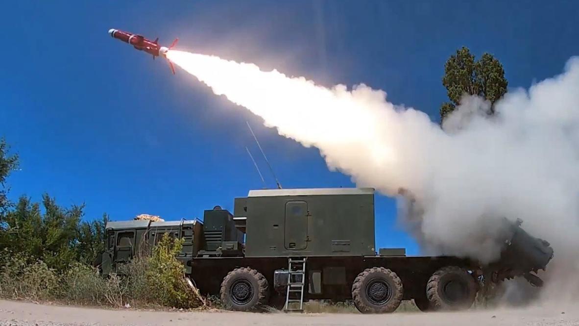 """Россия: Береговой ракетный комплекс """"Бал"""" выполнил стрельбу по морской цели"""