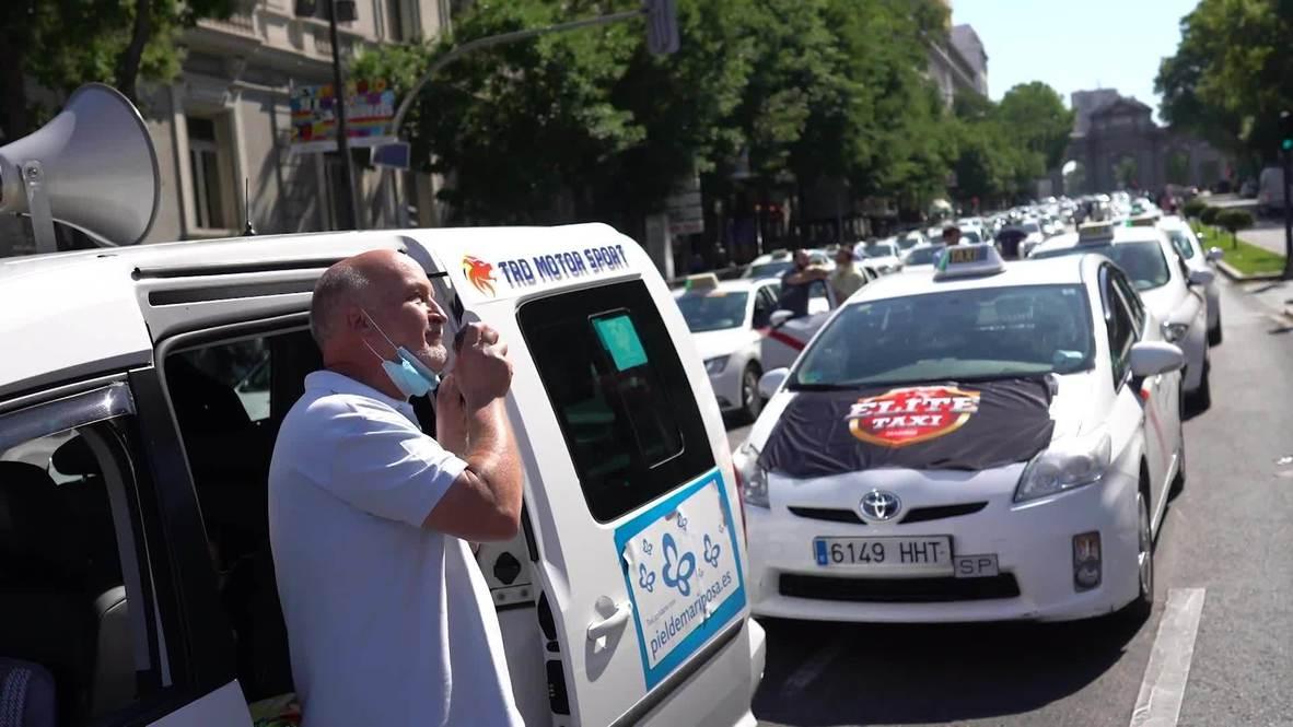 España: Taxistas madrileños exigen medidas para superar la crisis económica del covid-19