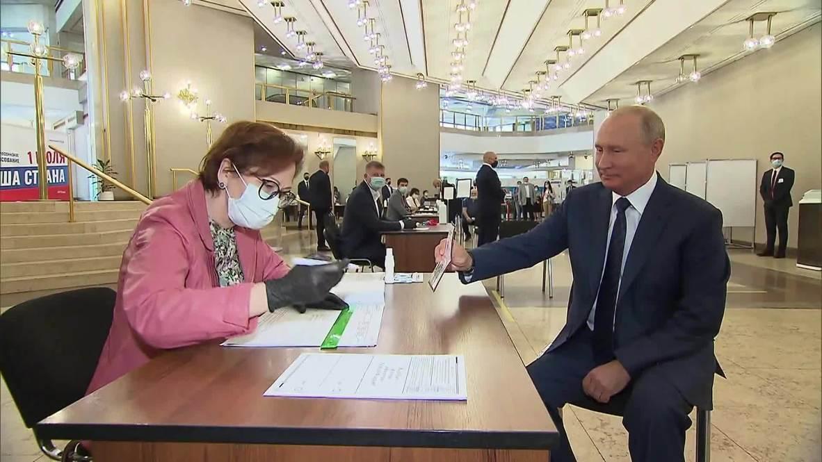 روسيا: بوتين يدلي بصوته في الاستفتاء الدستوري
