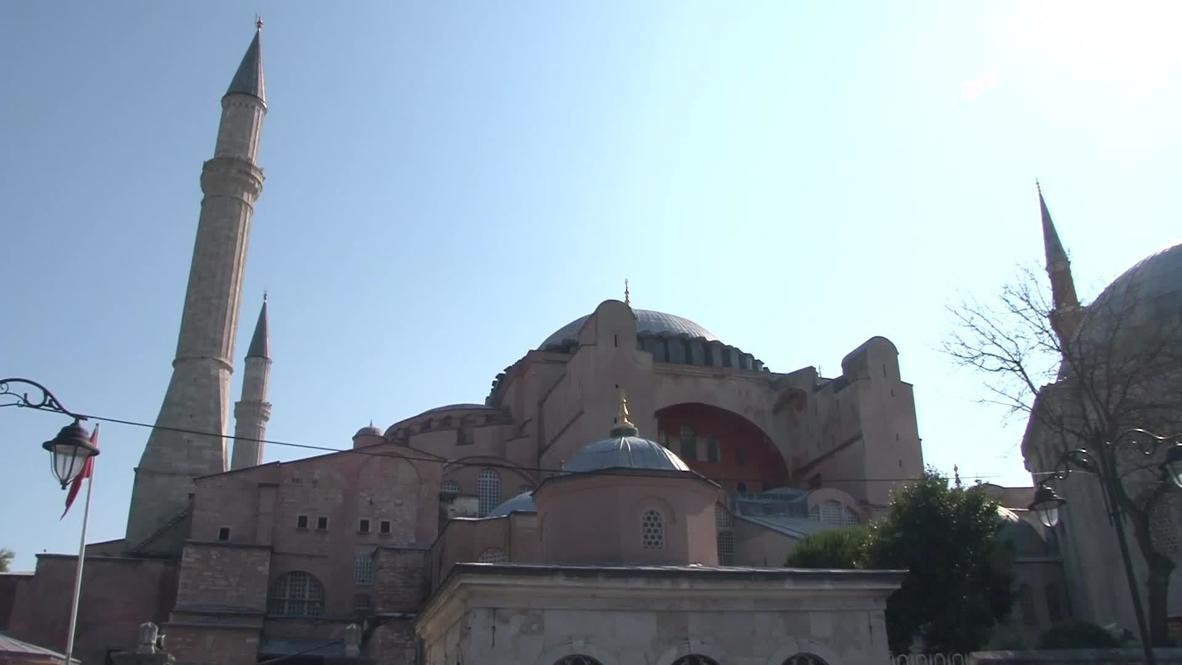 """تركيا: سكان إسطنبول يعلقون على إمكانية إرجاع متحف """"آيا صوفيا"""" إلى مسجد"""